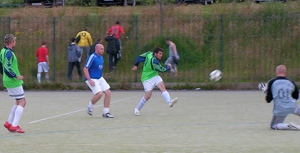 Puffed cheeks from Muers as Lee Ramsay gives him a torrid time in Hendon's 3-2 win over Sassco.